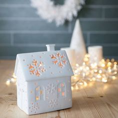 Are you interested in our Christmas tea light holder? With our Christmas tea light holder you need look no further. Ceramic Christmas Decorations, Diy Christmas Ornaments, Christmas Clay, White Christmas, Christmas Tea Light Holder, Pottery Houses, Ceramic Houses, Christmas House Lights, Home Candles