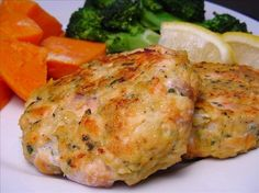 Salmon Cakes from from Cuisine at Home. This was so easy to make and on the table in no time. Great with a splash of lemon. I serve it with steamed broccoli and baked sweet potatoes.