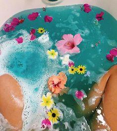 Relax #spa #baño de tina #flores