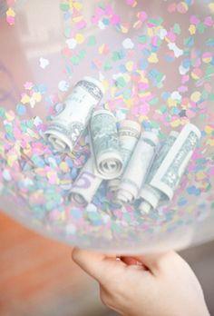 Dursichtiger Luftballon, Konfetti und Geld und fertig ist das kreative Geldgeschenk
