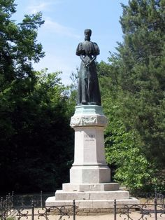 Queen_Elisabeth_of_Hungary_Statue_Budapest
