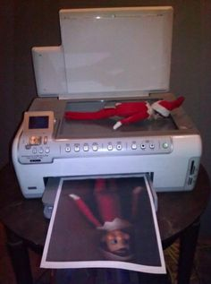 Elf scans bum (at least that's what I would do!)