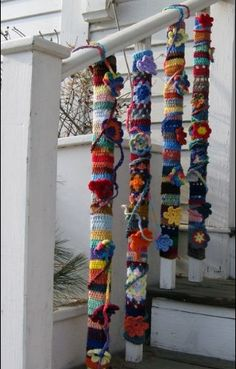 Yarn  bombing Guerilla Knitting, Crochet Furniture, Extreme Knitting, Atelier D Art, Yarn Bombing, Textiles, Loom Knitting, Fabric Art, Decoration