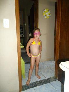 Fernanda pronta para mergulhar na piscininha do vô ou para seguir Jacques Cousteau em suas incursões...