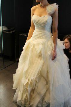 """Vera Wang """"Diana"""" Used Wedding Dress Size 2 - Nearly Newlywed Wedding Dress Shop"""
