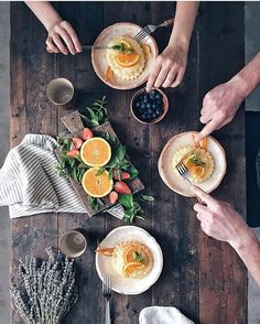 By morningslikethese: Breakfast together is always better. Morning shared by the talented @ch_ecco. #morningslikethese