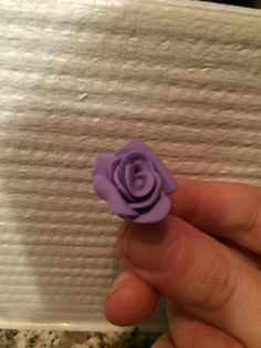 Jeg er blevet vild med at lave roser i silk clay. Det er nemt