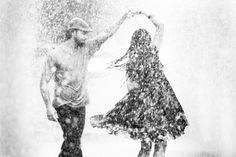 Photographer Pedro Müller captured this couple spontaneously dancing in the rain...