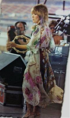 Floaty bohemian floral maxi worn by the iconic gypsy, Stevie Nicks. Gypsy Style, Boho Gypsy, My Style, Boho Style, Bohemian Soul, Modern Bohemian, Hippie Boho, Boho Chic, Buckingham Nicks