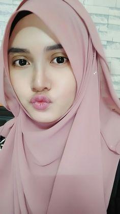 Get United Arab Emirates Girls Whatsapp Number latest Beautiful Muslim Women, Beautiful Girl Image, Beautiful Hijab, Arab Girls Hijab, Muslim Girls, Hijab Niqab, Hijab Chic, Hijabi Girl, Girl Hijab
