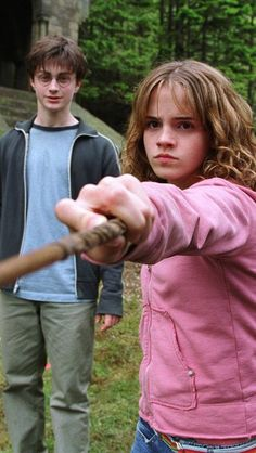 Harry Potter and Hermione Granger Harry Potter Tumblr, Harry James Potter, Harry Potter Hermione, Cosplay Harry Potter, Images Harry Potter, Mundo Harry Potter, Harry Potter Characters, Harry Potter Quotes, Ron Weasley