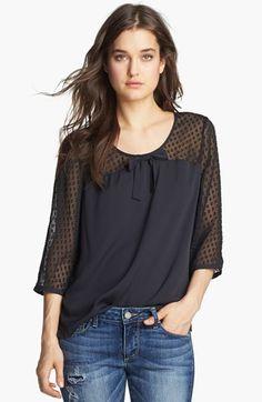 Bonita blusa con canesú y mangas en plumeti o gasa...
