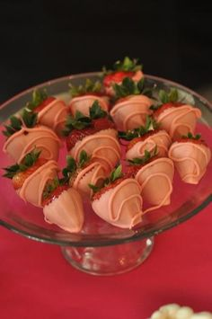 strawberries dipped in yogurt Snack Recipes, Cooking Recipes, Snacks, Pretzel Rods, Chocolate Dipped Strawberries, Strawberry Dip, Yogurt, Panna Cotta, Dips