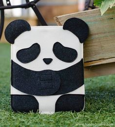 How adorable is this Panda case for the iPad 2? Besides the cute factor charm of it being a panda, the way it's able to fold its paws and hug your earphones (or whatever small thing you want) so securely is pretty darn irresistible.