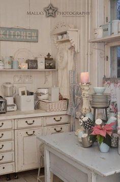 Vintage Shabby Chic Kitchen. #shabbychicdecorkitchen