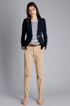 Women love outfits to match with their shoes. And these days the list of possibilities is endless. Work outfits for example, it can looks good with heels, boots, loafers and many more. But today, we'll focus on a work outfit ideas to pair with loafers. Summer Work Outfits, Casual Work Outfits, Mode Outfits, Work Attire, Work Casual, Stylish Outfits, Office Attire, Smart Casual, Classy Outfits