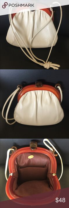 """Vintage ANDE Cream & Lucite Shoulder Bag This lovely cream colored leather handbag has gold-tone hardware & a fabulous Lucite tortoise shell top accent. Clicks closed at the top. Inside lined in brown grosgrain fabric and has a side pocket. All sides shown.  Measures 9"""" wide x 8-1/2"""" tall (add 12"""" for strap drop). In excellent preowned condition (a couple tiny marks from normal vintage use as shown on close up). Smoke-free home. Vintage Bags Shoulder Bags"""