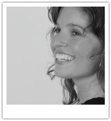 """Martine Grol maakt dagelijks met veel plezier gebruik van alle mogelijkheden die Social Media haar brengen als ondernemer, marketeer en trainer. Met haar multimediabedrijf Made By MEdia maakt ze bedrijfsfilms, webvideo's en animatiefilms en helpt ze bedrijven met hun online- en offline marketing o.a. met het geven van Video- en Social Media workshops.  """"Social Media geeft mij de kans mezelf en mijn bedrijf te uiten, te ontmoeten en geïnspireerd te worden."""