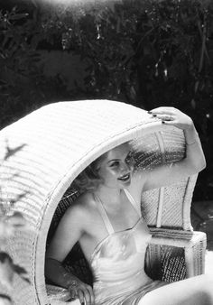 """signorelli-girl: """" Carole Lombard photographed by Eugene Richee """" Old Hollywood Glamour, Golden Age Of Hollywood, Hollywood Stars, Classic Hollywood, Hollywood Images, Vintage Glamour, Vintage Hollywood, Vintage Beauty, Classic Actresses"""