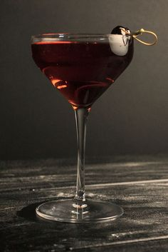 This cocktail is a blend of bourbon and red wine. Delicious on a cool autumn night! Cocktail Recipes, Cocktail Ideas, Drink Recipes, Non Alcoholic, Alcoholic Beverages, Hey Bartender, Bourbon Drinks, Fall Cocktails, Alcohol Recipes