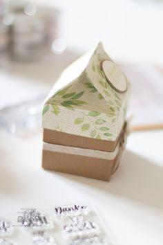 Hier findest du eine Anleitung wie du eine schöne Milchkarton-Verpackung basteln kannst. Verpacke deine Geschenke persönlich, kreativ und anders. Stampin Up, Decorative Boxes, Container, Tattoo, Diy Presents, Mother's Day Diy, Homemade Cosmetics, Book Folding, Stamping Up
