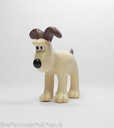 Wallace & Gromit - Gromit - Mini Toy Figure - Aardman 1989 - Cake Topper A Cool Toys, Piggy Bank, Baby Items, Cake Toppers, Amazing Toys, Mini, Character, Ebay, Amp