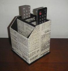 """Boîte à télécommandes en cartonnage recouverte de tissu coton """" journal"""" et skivertex noir"""
