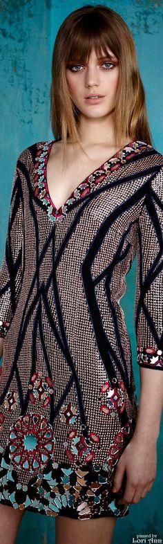Matthew Williamson Pre-Fall 2015 Fashion Show Trendy Fashion, High Fashion, Fashion Show, Womens Fashion, Stockholm Fashion Week, Art Textile, Textiles, Haute Couture Fashion, Fashion Details