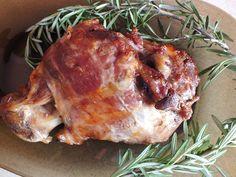 Mediterrán báránycomb   Tétova ínyenc Pork, Dishes, Chicken, Kale Stir Fry, Tablewares, Pork Chops, Dish, Signs, Cubs