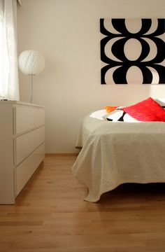 White bedroom with a touch of Marimekko Ikea Bedroom, Home Bedroom, Bedroom Decor, Ikea Decor, 1950s Design, Retro Home, Marimekko, Wall Spaces, Home Decor Items