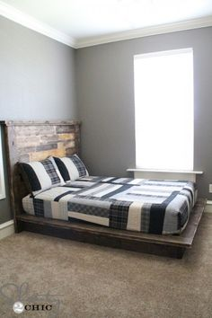 Easy-DIY-Platform-Bed plans for platform without headboard... ad casters and we're in business.