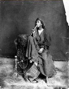المصري لايت / 50 صورة «نادرة» لمصر في القرن 19: مشربيات و«ملايات لف» والنيل بجوار الأهرامات - المصري لايت