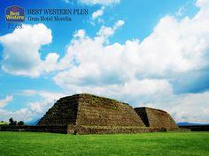 EL MEJOR HOTEL DE MORELIA La zona arqueológica de Ihuatzio, fue utilizada como centro ceremonial hasta la llegada de los conquistadores y se caracterizaba por tener un gran observatorio astronómico. Sólo se permite recorrer la zona explorada, pues se dice que era el área que ocuparon los purépechas entre los años 1200 y 1530 d.C. En Best Western Plus Morelia, le invitamos a hospedarse con nosotros, para que pueda conocer y disfrutar la historia que envuelve a este sitio…