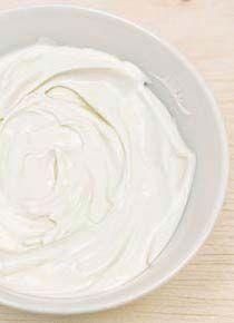 Molho light de iogurte • 1 copo de iogurte natural desnatado • 1 col. (sopa) de hortelã picada • 1 col. (sopa) de suco de limão • 2 col. (sopa) de azeite de oliva • Sal a gosto