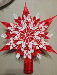 Best 12 Silvia Nagy's media content and analytics – SkillOfKing. Diy Quilted Christmas Ornaments, Fabric Ornaments, Christmas Snowflakes, Christmas Crafts, Ribbon Art, Ribbon Crafts, Flower Crafts, Felt Flower Bouquet, Kanzashi Flowers