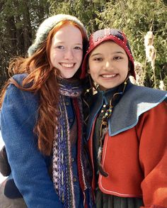 Kiawentiio Tarbell and Amybeth McNulty on set of Season 3 ❤️💙 (Anne With an E) Gilbert Blythe, Anne Of Green Gables, Anne Green, Anne And Gilbert, Amybeth Mcnulty, Anne White, Anne With An E, Anne Shirley, The Avengers