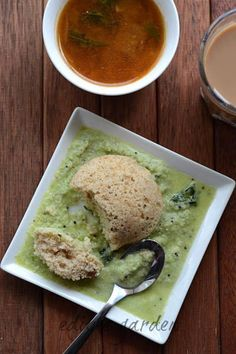 Instant Oats Idli Recipe, an easy Indian breakfast recipe with roasted, powdered oats, semolina, and basic spices. Goes great with sambar and chutney and is a quick recipe idea for snack boxes too!