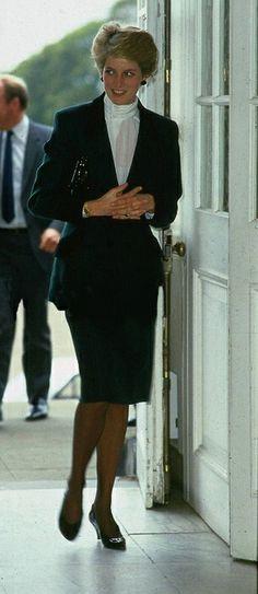 1986-10-06 Diana visits the Western General Hospital in Edinburgh