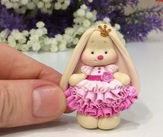 Country Biscuits, Polymer Clay Disney, Clay Bear, Diy And Crafts, Arts And Crafts, Cake Topper Tutorial, Ideias Diy, Cute Clay, Baby Cookies