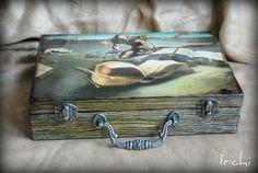 Чемоданчик для бумаг «Дали» http://dcpg.ru/mclasses/1234/ Click on photo to see more! Нажмите на фото чтобы увидеть больше! decoupage art craft handmade home decor DIY do it yourself tutorial print acrylic paints varnish box