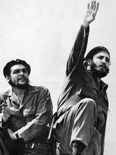'Libertad Cuba-Che Guevara & Fidel Castro' Poster by truthtopower Robert Doisneau, Che Guevara Photos, Pop Art Bilder, Equador Quito, Cuban Leader, Ernesto Che Guevara, Foto Poster, Robert Frank, Facts For Kids