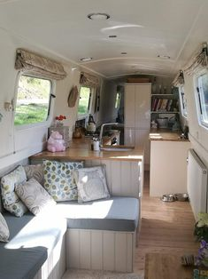 The Boathouse: a new definition to lakefront living! Narrowboat Kitchen, Narrowboat Interiors, Kombi Trailer, Airstream Trailers, Canal Boat Interior, Barge Interior, Houseboat Living, Houseboat Ideas, Floating House