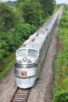 CB&Q 'Silver Pilot' in charge of the Nebraska Zephyr in Illinois. Train Tracks, Train Rides, Bonde, Train Pictures, Old Trains, Train Engines, Train Tickets, Train Journey, Diesel Locomotive
