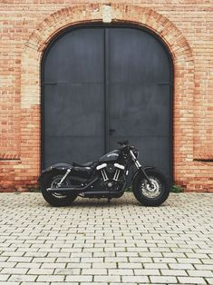 Harley-Davidson Sportster Forty-Eight This is exactly what I want in flat black