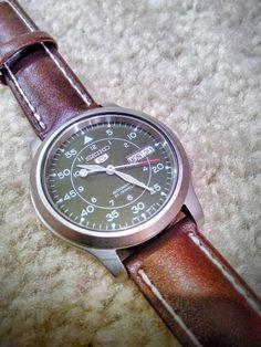 Amazon.com: Seiko Men's SNK805 Seiko 5 Automatic Stainless Steel Watch with Green Canvas Strap: Seiko: Clothing