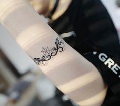 Scrolling bracelet by Banul