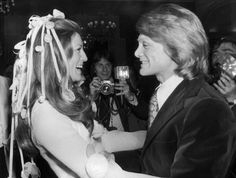 LA CHANTEUSE SHEILA ET CLAUDE FRANCOIS EN 1973The French singer SHEILA is congratulated by the singer Claude FRANCOIS during the wedding ceremony which united SHEILA and RINGO WILLY CAT, in Paris on February 14, 1973. Le 14 février 1973, la chanteuse française SHEILA est félicitée par le chanteur Claude FRANCOIS lors de la cérémonie de mariage qui unie SHEILA à RINGO WILLY CAT à Paris.