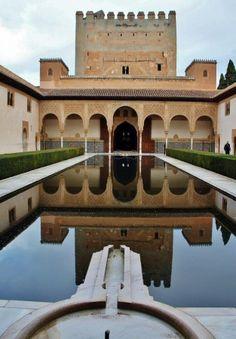 Patio de Arrayanes en Alhambra de Granada Granada Spain, Andalusia Spain, Running Of The Bulls, Pamplona, Gaudi, Islamic Art, Around The Worlds, Mansions, House Styles