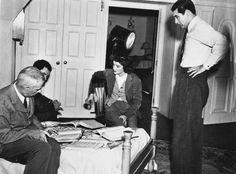 Cary Grant, Katharine Hepburn and director Howard Hawks on the set of Bringing Up Baby, Howard Hawks, The Searchers, Cinema, Movie Blog, Katharine Hepburn, Cary Grant, City Photography, Interesting History, Happy Thoughts