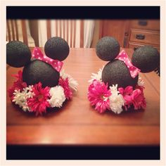 Cute idea centerpieces for minnie or micky party Mickey And Minnie Wedding, Minnie Mouse Theme Party, Minnie Mouse 1st Birthday, Mickey Party, Baby First Birthday, Mouse Parties, 2nd Birthday Parties, Birthday Ideas, Mini Mouse Baby Shower